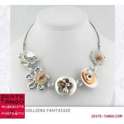 Collier câble, décor fleur fantaisie et nacre