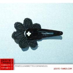 Pince motif fleur brodée paillettes - noire
