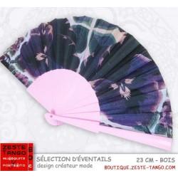 Eventail créateur mode: motif pensées noir/violet sur branches rose dragée