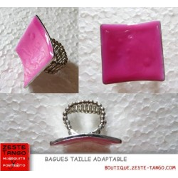 Bague adaptable. Grand carré émaillé. Rose fuschia