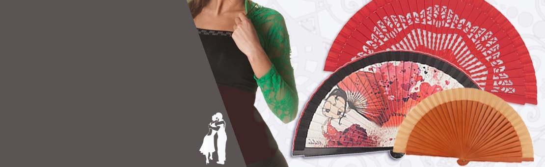 Éventail tango rouge, décor dentelle de bois. 23 cm